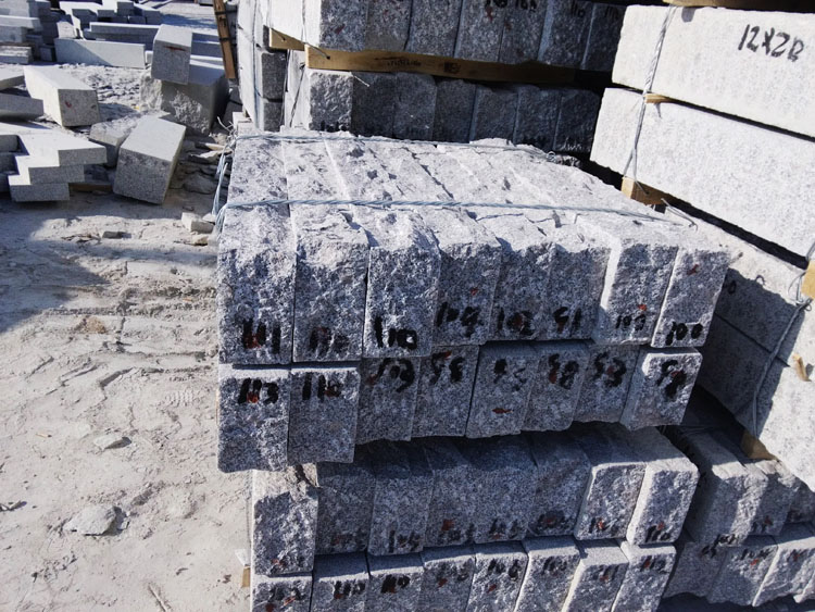 Half-sawn granite curbs for Germany