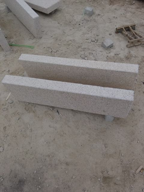Beige granite kerbstone for Italy